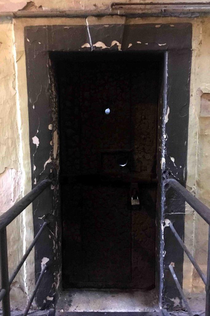 Uma das celas da ala oeste, mais antiga